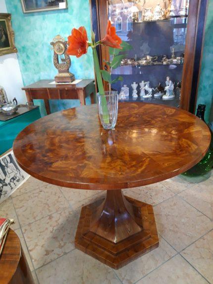 Tisch ,Biedermeier, Nussbaum, Durchmesser 105cm