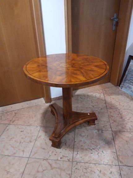 Tisch Biedermeier, Nussbaum, Durchmesser 75cm